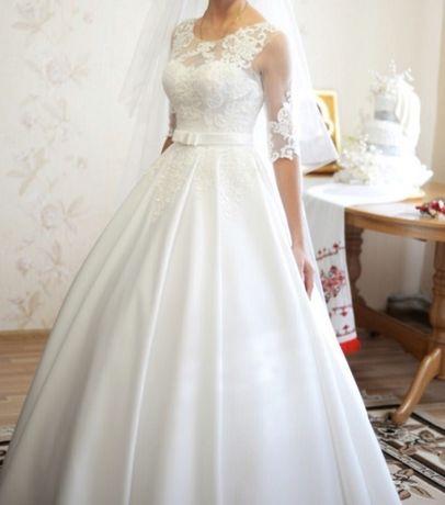 Весільна сукня одягнена 1 раз. Після хімчистку. Недоліків немає. В