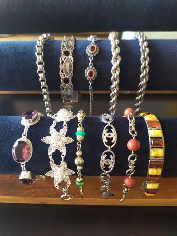 Pulseiras de prata e pedras preciosas