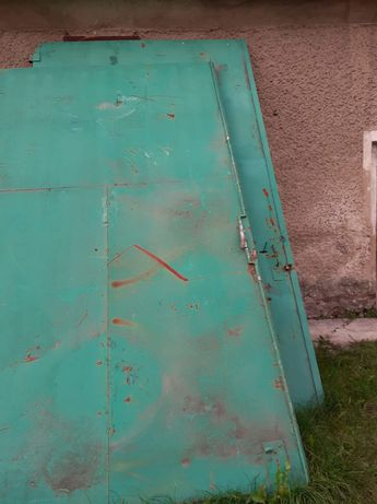 masywna brama drzwi magazyn hala stodoła