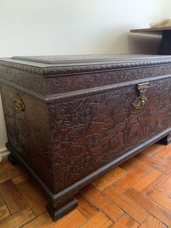 Arca/baú madeira maciça, estilo oriental.
