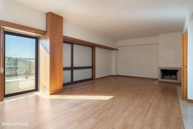 Apartamento T4 em condomínio privado em Sete Rios