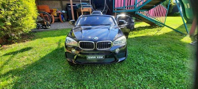 BMW X6M na akumulator