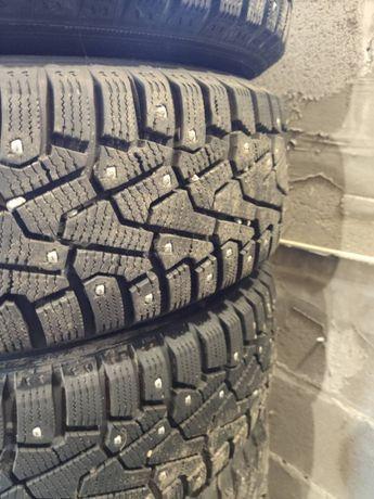 Шипована зимова резина з дисками 17 рік Pirelli Ice Zero 195/65/15 95T