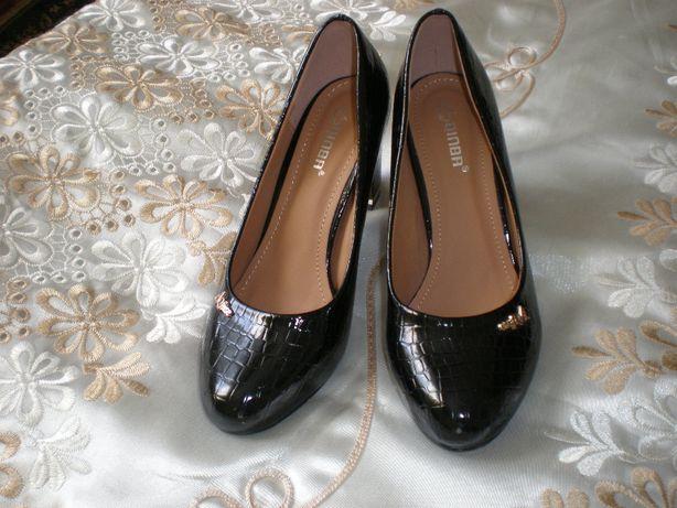 Продам женские лаковые туфли