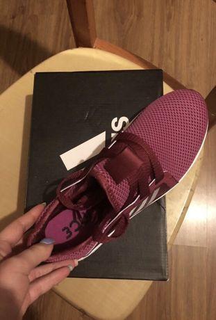 Кроссовки adidas Оригинал !!!39,5 размер , us8,5
