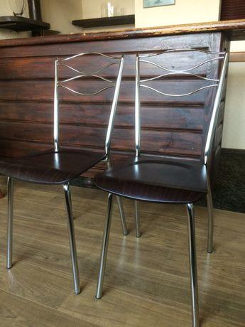 Krzesla chromowo - drewniane