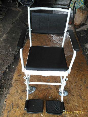 Инвалидное кресло-каталка для душа и туалета