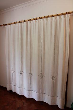 Conjunto 3 cortinas em linho brancas bainhas abertas feito à mão