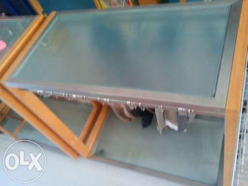 Balcão com rodas de qualidade em madeira vidro e aço vendo troco