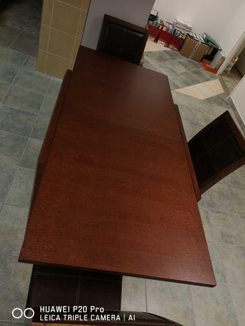 Stół i trzy krzesła