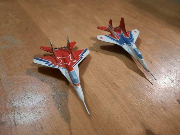 Самолёты оловяные