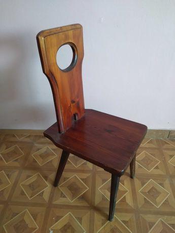 Krzesła drewniane brązowe używane