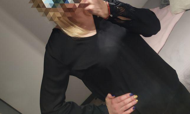 Czarna koszula z koronkowym rękawem