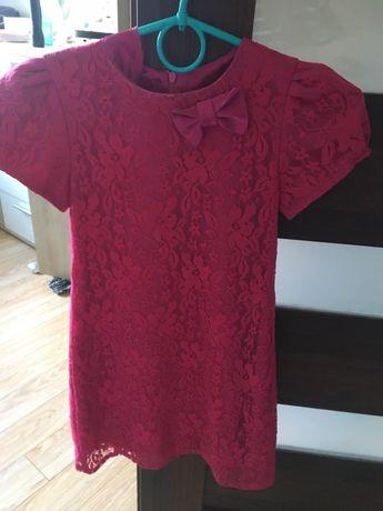 Różowa sukienka z koronką