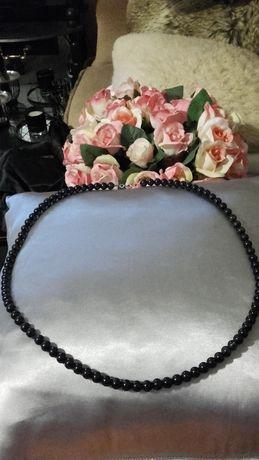 Czarne szklane korale piękne i eleganckie