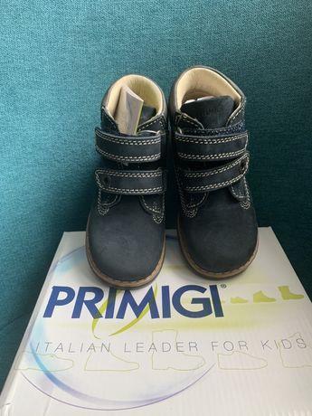 Ботинки Primigi на мальчика 24 р новые