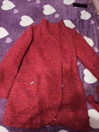 Пальто красно -кораловое