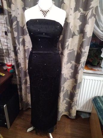 Czarna sukienka satynowa zdobiona z trenem M.