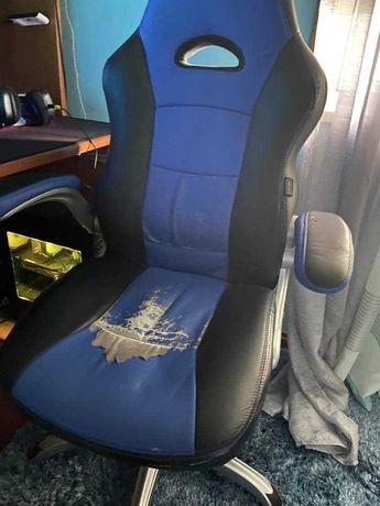 Cadeira gamer confortavel mas com uns desgastes
