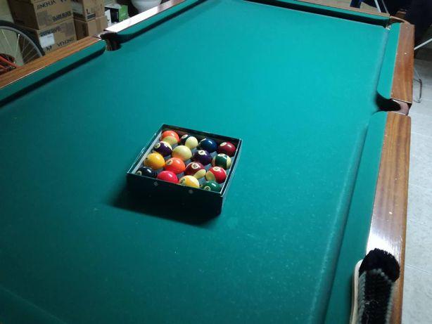 Vende-se um Snooker grande semi-novo e com pouco uso