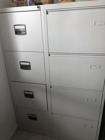 Miveis de arquivo com favetas
