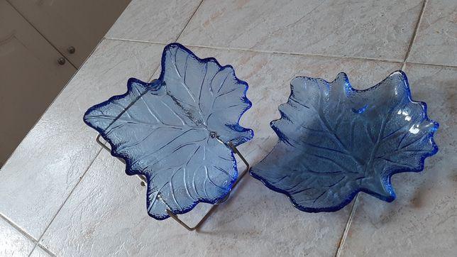 Niebieskie liście ze szkła