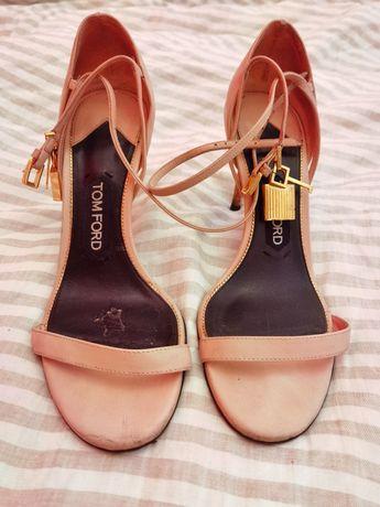 Sandálias cor de rosa claro da Tom Ford