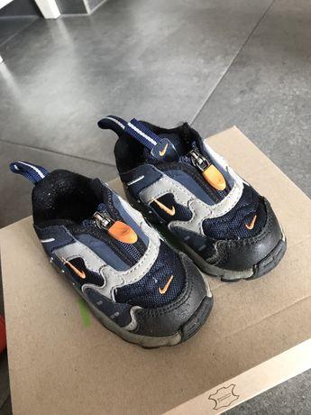Buty Buciki Nike r. 21 chłopięce