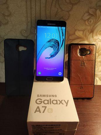 Продам телефон самсунг дуос А710 з коробкою і 2 чохла