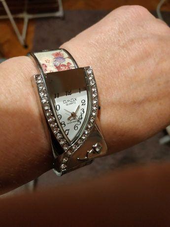 Zegarek damski na bransolecie nietypowy