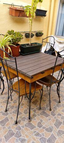 Mesa e cadeiras para espaço exterior.