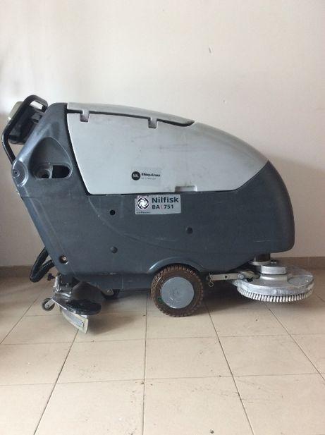 Lavadora aspiradora Nilfisk BA751