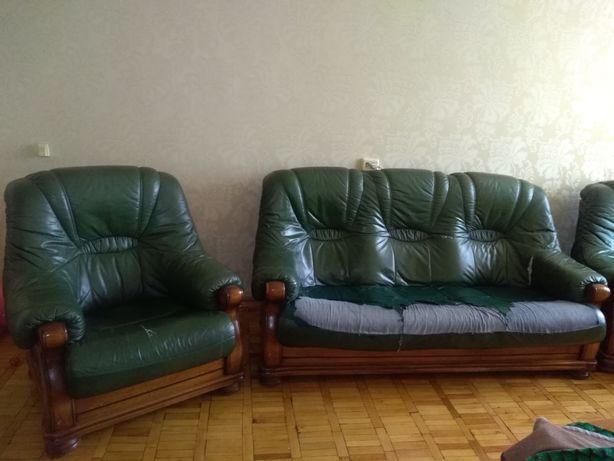 Комплект  кожаной (диван +2кресла) антикварной  мебели из Италии.