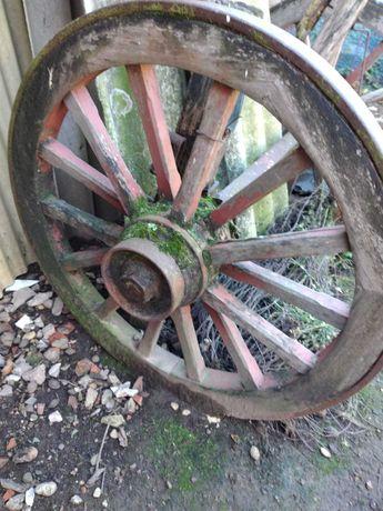 Rodas de carroça em bom estado