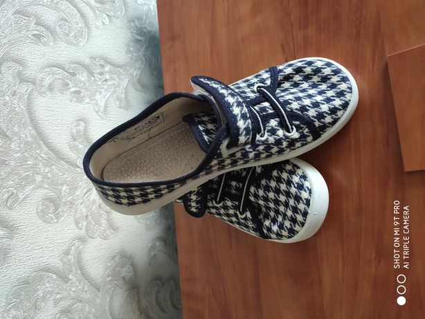 Обувь для девочки.
