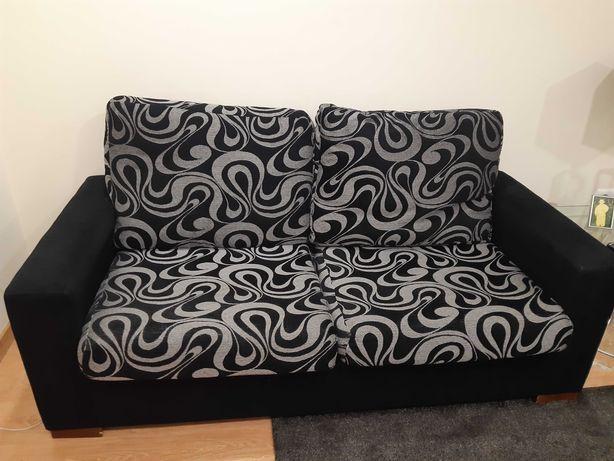 Sofás em tecido preto e cinza