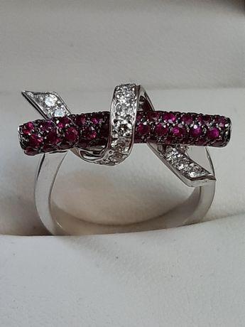 Золотое кольцо с бриллиантами и рубинами .