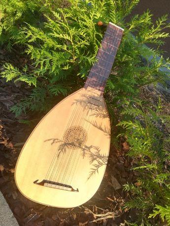## Lutnia renesansowa 7 chórowa + case + 5 kompletów strun ##