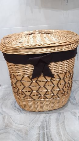 Плетена корзина для білизни