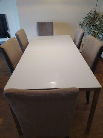 Mesa e cadeiras de refeição