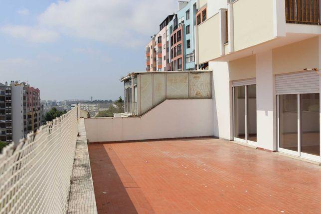 Apartamento t2 com terraço com 100m2 almada frente a estação de metro