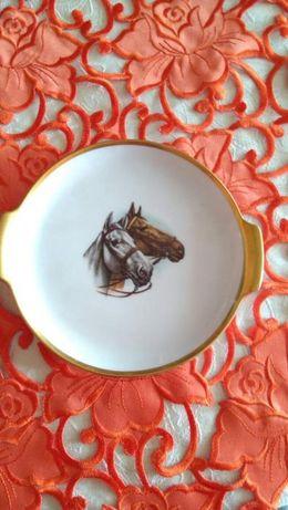 Talerzyk z wizerunkiem głów koni