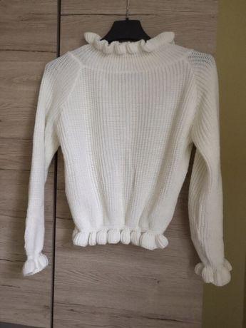 Bialy sweter z półgolfem