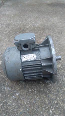 Silnik elektryczny trófazowy 0,55 kW