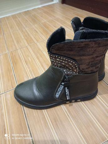 Димісезонне взуття для дівчинки.