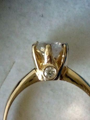 Złoty pierścionek próby 585 z brylantem 0.69ct