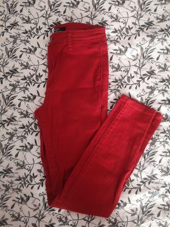 Czerwone spodnie Bershka S.