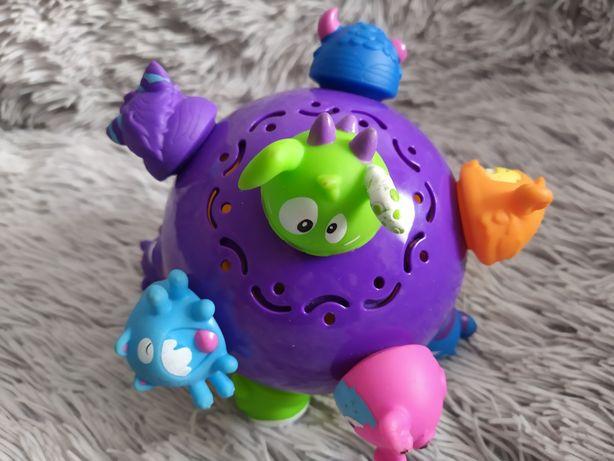 Skacząca kula piłka potworki ChuckleBall Spin Master nauka raczkowania