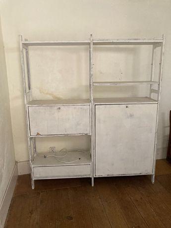 Móvel/estante em madeira
