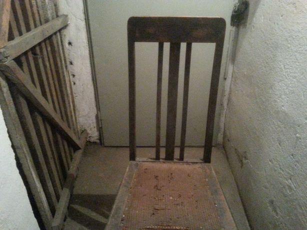 Stare krzesła do renowacji